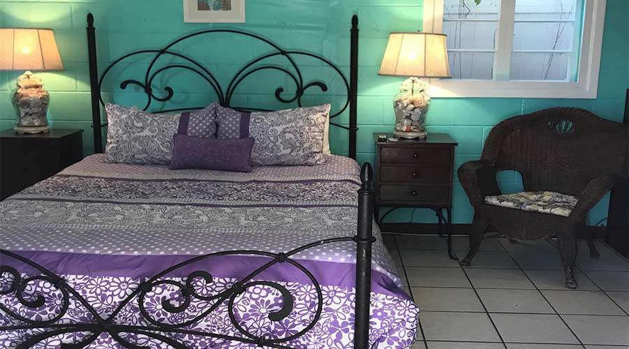 Captiva Island Cottage - Daisy Cottage - Bed and Chair 900 x 500