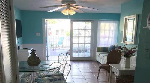 Captiva Island Cottage - Gardenia - Sun Room 900 x 600