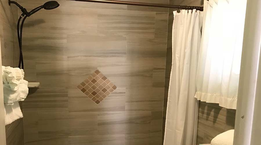 Captiva Island Hotel- Gardenia Suite - Shower 900 x 500
