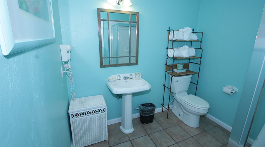 Hibiscus Cottage Bathroom