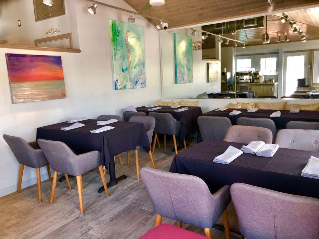 Captiva Island Restaurant - Sunshine Seafood - Wine Bar - Interior