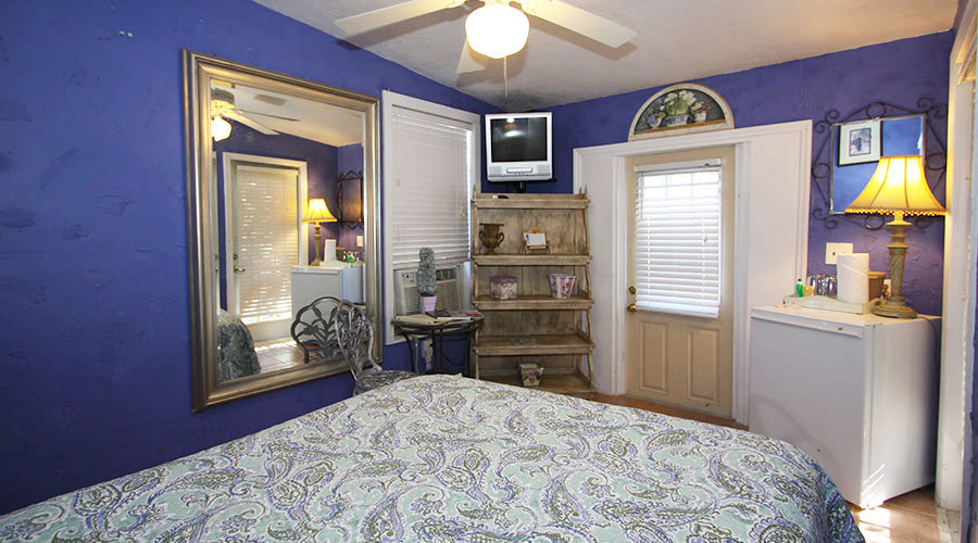 Love-Shack-Cottage-View-Bed-Bright
