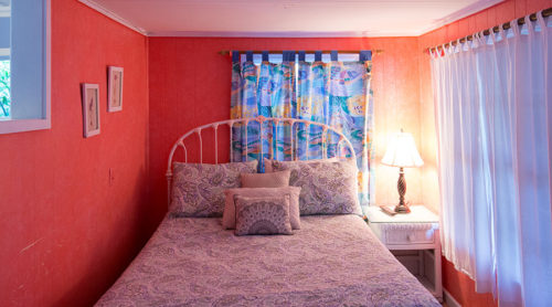 Mimosa Cottage Queen Bed
