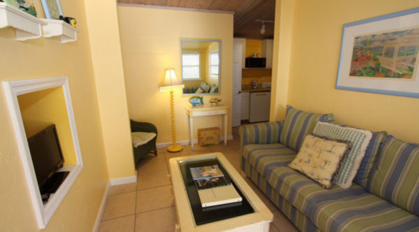 Captiva Island Cottages - 1-Bedroom Sunflower Cottage - Cottage Living Room